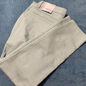 High waist ankle jeans. Super cute color!